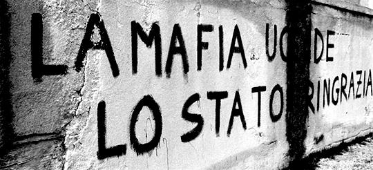 『マフィアが殺すと国家が感謝する』壁の落書き